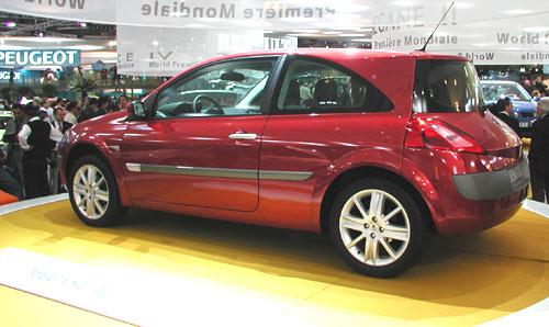 """Na základě rozhodnutí mezinárodní poroty se stal Renault Mégane II nositelem prestižního titulu """"Auto roku 2003"""""""