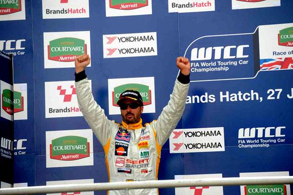 Sedmé zastavení šampionátu WTCC proběhlo o víkendu v britském Brands Hatch