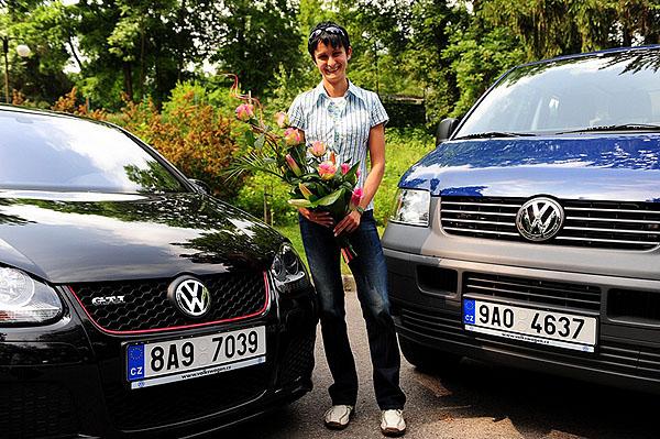 Martina Sáblíková převzala VW Golf GTI Edition 30 a pro svůj tým VW Transporter 2.5 TDI 4Motion