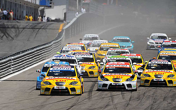 Šampionát World Touring Car Championship na portugalském okruhu Estoril velkým úspěchem pro značku SEAT