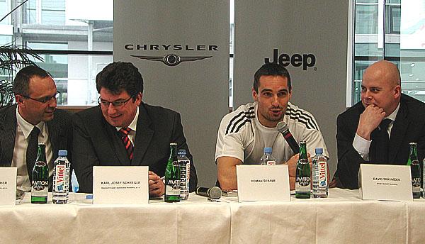 Olympijský vítěz a Sportovec roku 2005 Roman Šebrle převzal včera Jeep Grand Cherokee