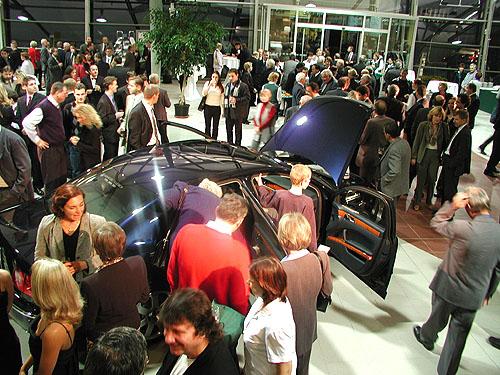 Vroce 2002 si denně odváželo vprůměru 16 nových majitelů nová i použitá auta zprodejen a autobazaru Auto Jarov, s.r.o. vPraze na Žižkově