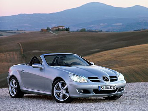 Nový atraktivní dvousedadlový sportovní vůz Mercedes-Benz třídy SLK druhé generace – evropská prodejní premiéra vbřeznu 2004