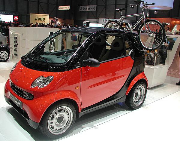 DaimlerChrysler Automotive Bohemia s.r.o. rozšířil ve svých prodejnách Mercedes-Benz v dubnu prodej o osobní vozy Smart