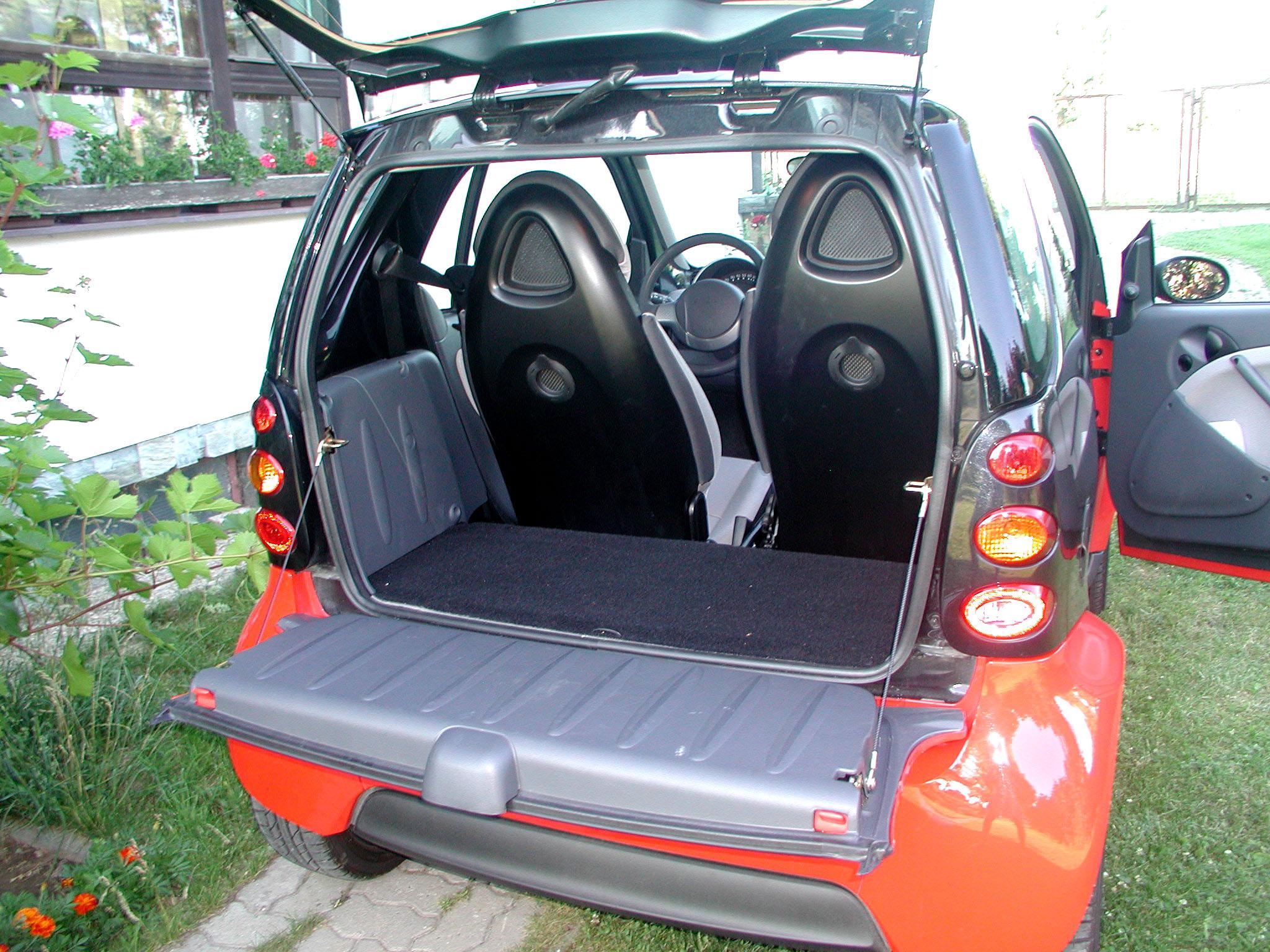 Smart City Coupé sbenzinovým motorem 0,7 litru se šestistupňovou automatickou převodovkou vtestu redakce