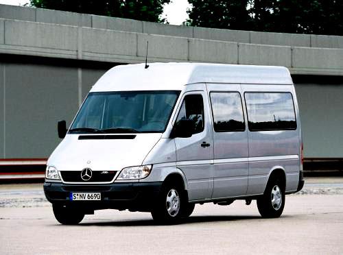 Lehké užitkové automobily Mercedes-Benz řady Sprinter s novým designem a elektronickým stabilizačním programem ESP