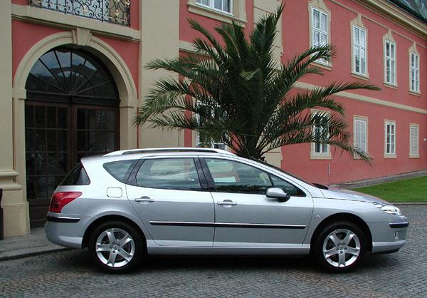 Nový Peugeot 407 ve verzi sedan na český trh 1. června 2004