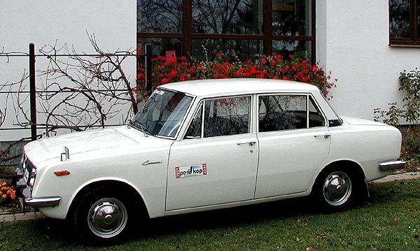 I u nás před 38 roky prodávaná Toyota Corona vtestu redakce