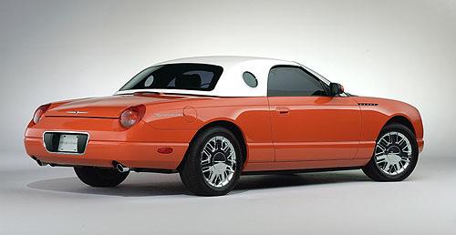 Na autosalonu vMontrealu byl vystaven unikátní kabriolet Ford Thunderbird 007