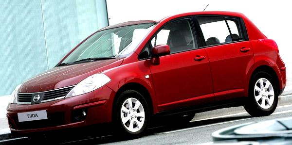 Do showroomů českých dealerů Nissan právě dorazil model Nissan Tiida