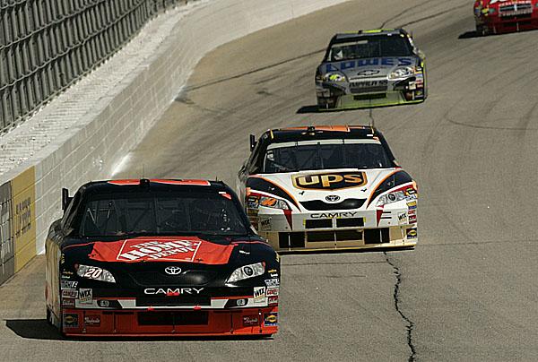 Toyota přepisuje historii americké serie NASCAR