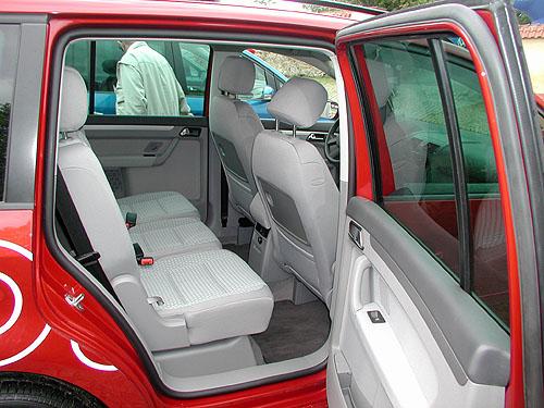 Pěti až sedmi sedadlový Volkswagen Touran představen včera novinářům
