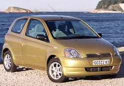 "Toyota Yaris získala titul ""Vůz roku 2000"""