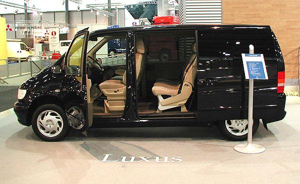 Mercedes-Benz na autosalonu Autotec 2002 - od kompaktního vanu až po nejtěžší nákladní automobily (2)