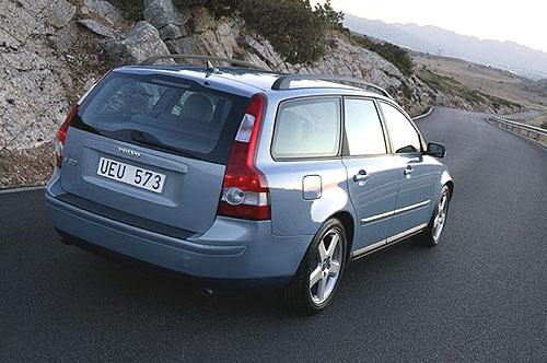 Nové sportovní pětidveřové kombi Volvo V50 satraktivním designem a sřadou praktických funkcí (1)