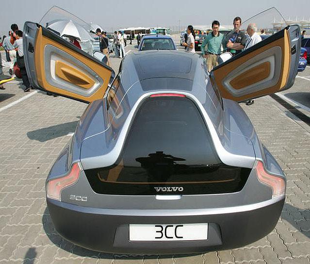 Volvo prezentovalo nejnovější pokročilé technologie a konstrukční řešení vrámci Michelin Challenge Bibendum 2004