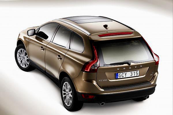Nové Volvo XC60 vsobě spojuje uvolněný komfort s možností jízdy po všech typech cest