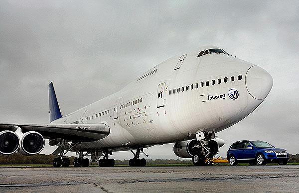 Volkswagen Touareg utáhne Boeing 747