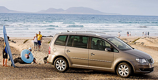 Na rodinnou dovolenou snovým VW Touranem nebo VW Cross Touranem za nové výhodné akční ceny!