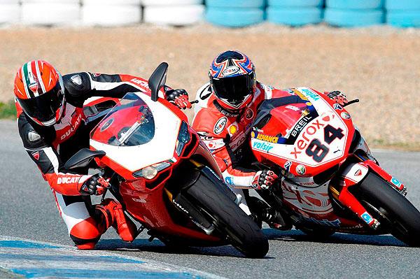 Mistrovství světa superbiků snovým strojem Ducati Xerox
