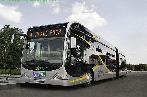 První vozidla Bus-Way na bázi kloubového autobusu Mercedes-Benz Citaro G jsou nyní v provozu ve francouzském velkoměstě Nantes